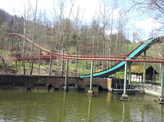 Aan adrenaline geen gebrek. Er staan verschillende coasters én er is zelfs een splash!